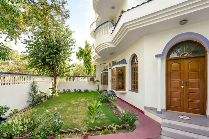 Stylish 3-BHK with a garden, near HUDA Metro/73264