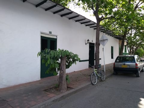 Hermosa Casa Colonial, ambiente Familiar