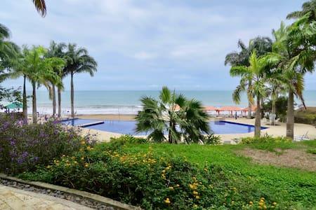 Makana Resort & Hotel - Luxurious Condo on BEACH! - Tonsupa