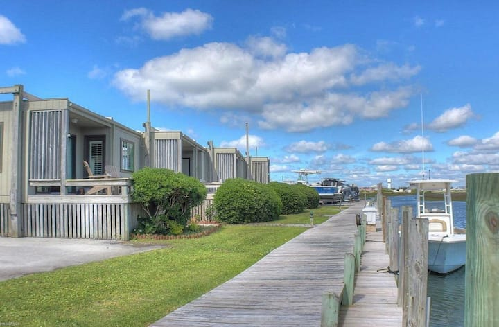 Immaculate canal front condo w/ boat slip