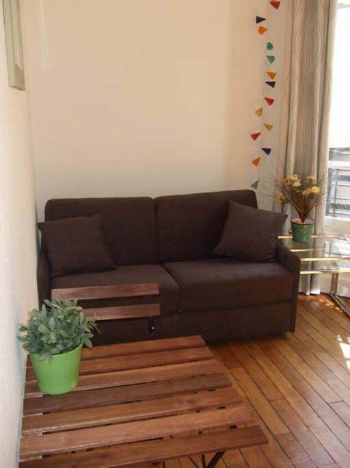 Canapé lit très rapide à ouvrir et confortable: matelas épais et sommier en lattes bois