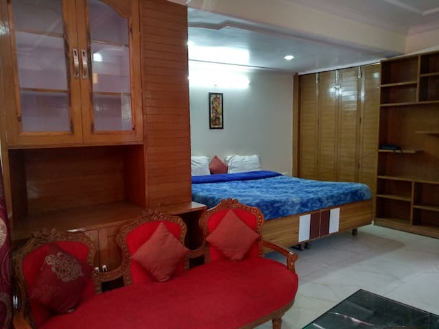 Comfy Room in a BNB | City center |Homely stay