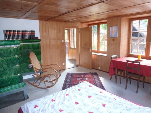 cosy room in old, timbered house - Mettmenstetten - Apartemen