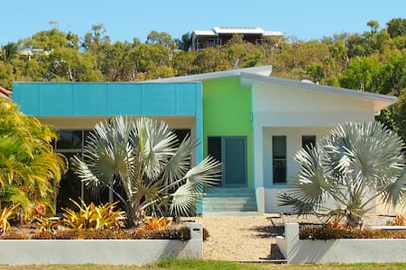 Tropical Blue - Hydeaway Bay - House