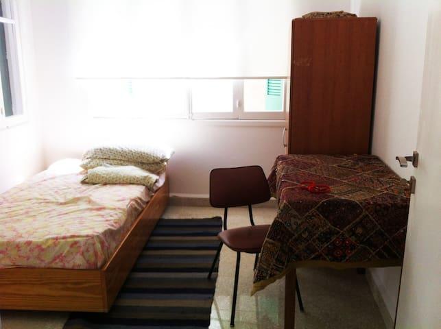 Room for rent in Mar Mkhael el Nahr - Beirut - Apartment