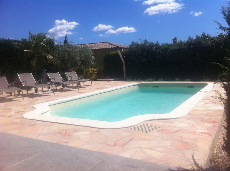libre accès piscine, plage et jardin