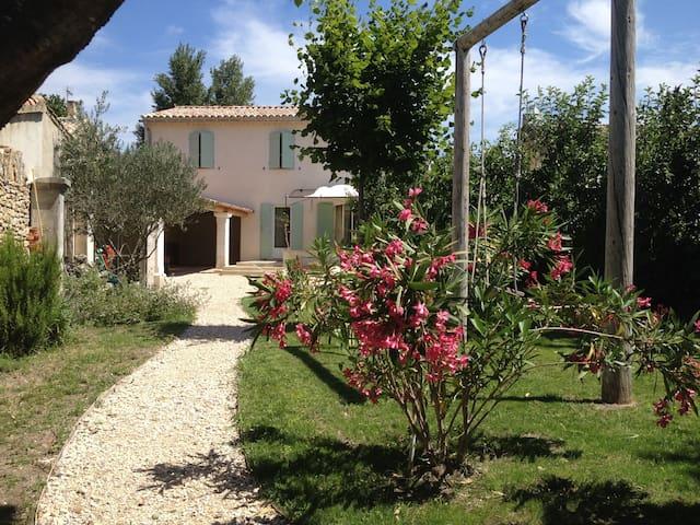 Belle maison bord de rivière privé - L'Isle-sur-la-Sorgue - Rumah
