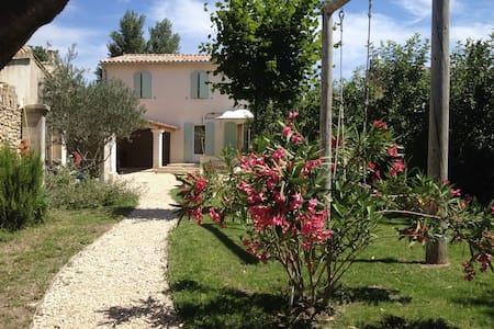 Belle maison bord de rivière privé - L'Isle-sur-la-Sorgue