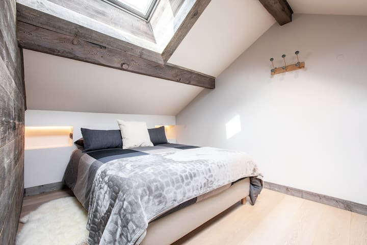 Chambre 3 : situee a l'etage - Lit 140 - Commode