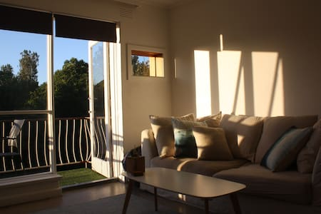 Cheerful and Quiet Room - Perfect Location! - Elwood - Lakás