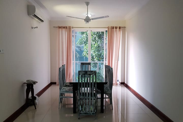 Relaxed 3 Bedroom Apartment in Colombo 7