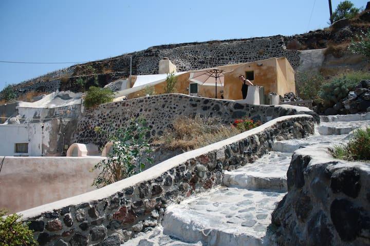 genuine living Finikia, Santorini - Finikia - ถ้ำ