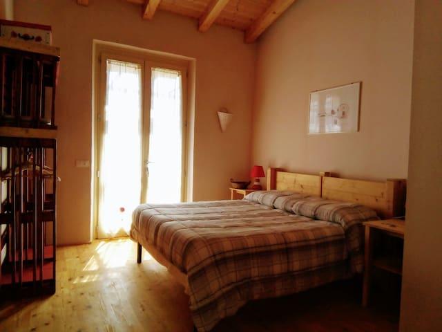 Casa Adriana (ecologica in paglia) - Camera Rossa