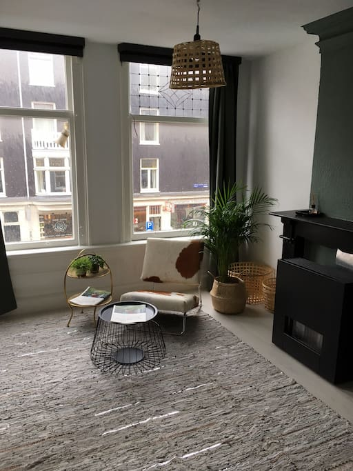 light studio apartment in amsterdam old west appartements louer amsterdam noord holland. Black Bedroom Furniture Sets. Home Design Ideas