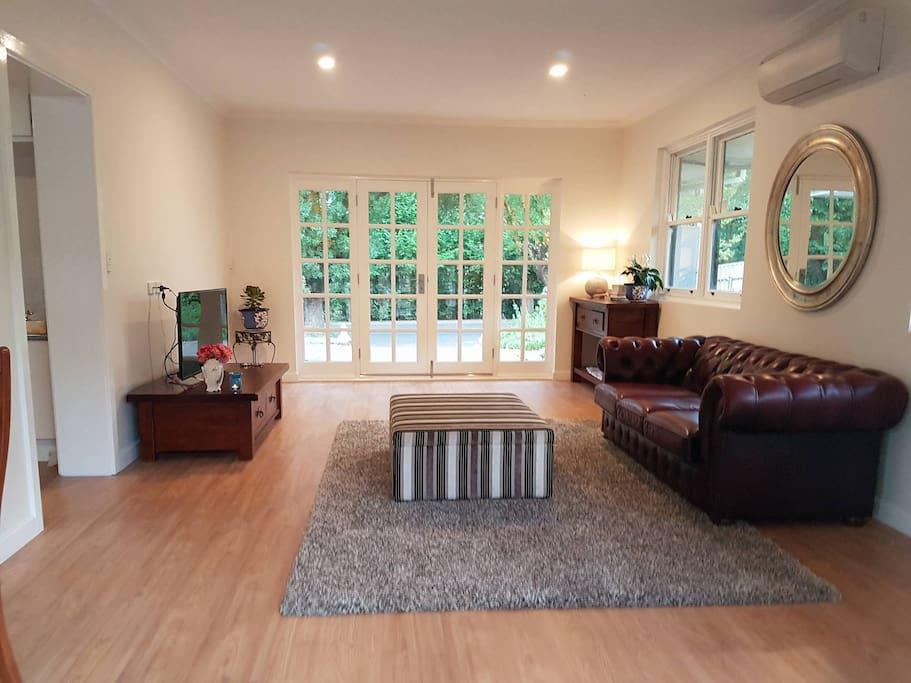 Main Private Lounge Room Elm Tree Lodge