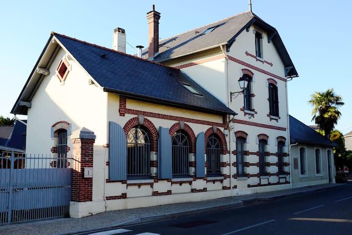 Chambre dans jolie maison de charme - Ossun - Dům