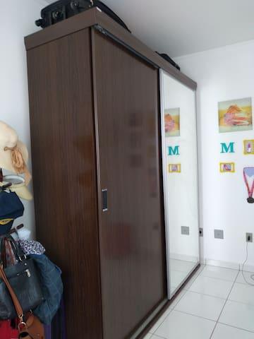 Quarto individual em apartamento próximo a dutra