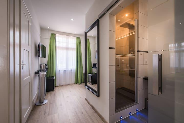 Deluxe Junior Suite, Adjoining room
