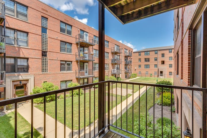 2 Bed 2 Bath Lincoln Square Gem all to yourself!