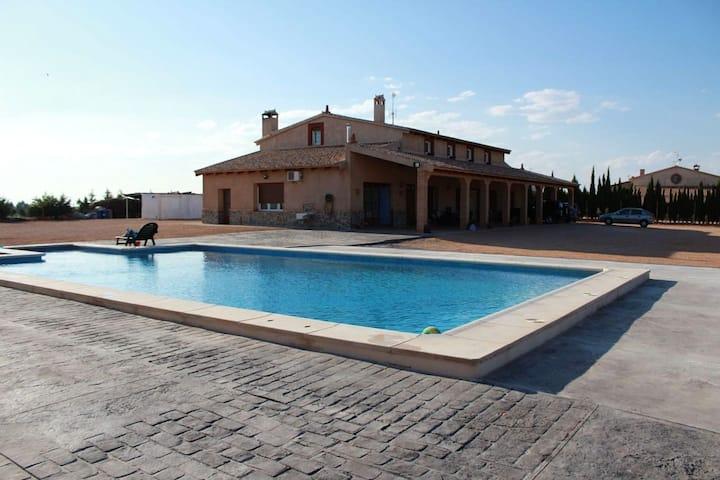 Villa with 4 bedrooms in Villarrobledo, with private pool, furnished terrace and WiFi