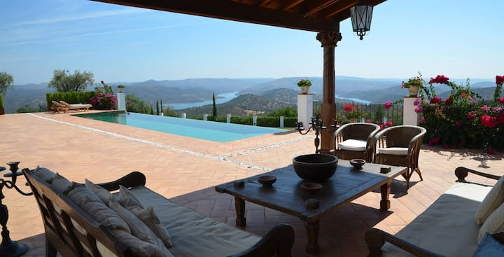 CASA VESTA. Luxury Villa in a Natural Park.