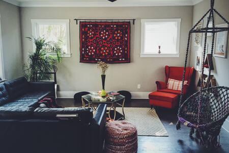 Clean convenient cozy modern-Bohemian suite. : ) - 夏洛特 - 獨棟