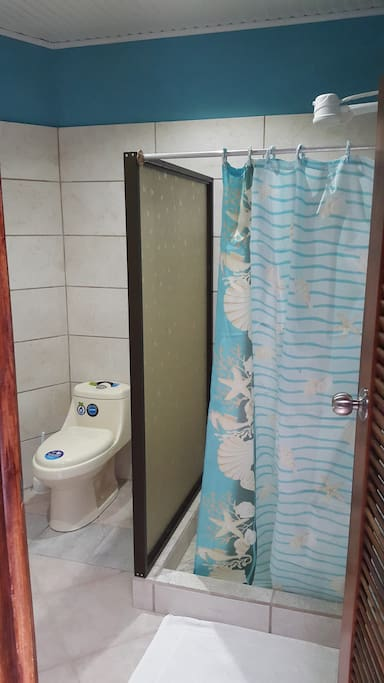New private bathroom with hot-water.