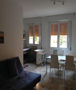Bella stanza da letto, in zona verde e tranquilla - Casalecchio di Reno - Apartmen