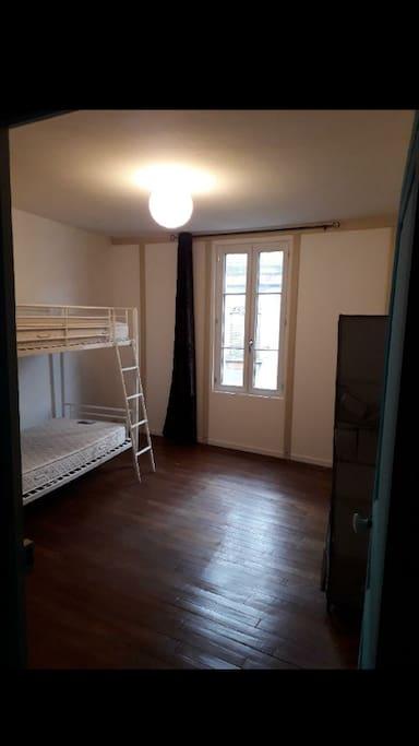 Chambre avec lits superposés
