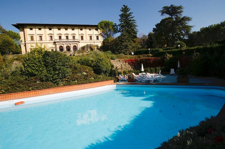 Modern one bedroom apartment in a charming villa-hotel in Valdarno