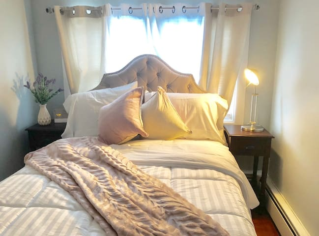 Bright Room in the Heart of Providence (Bedroom A)