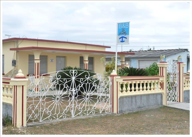 B & B La Family - Habitación - 1 - Playa Giron - บ้าน
