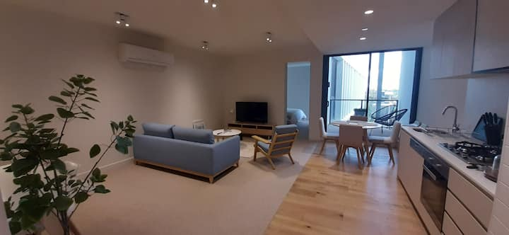 Stay by the Marina in this Stylish New Apartment