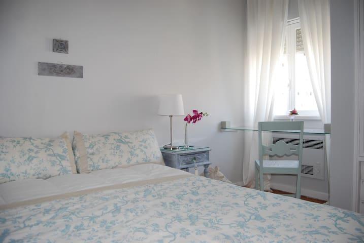 Orchid Room  + Breakfast ( Casa das Flores )