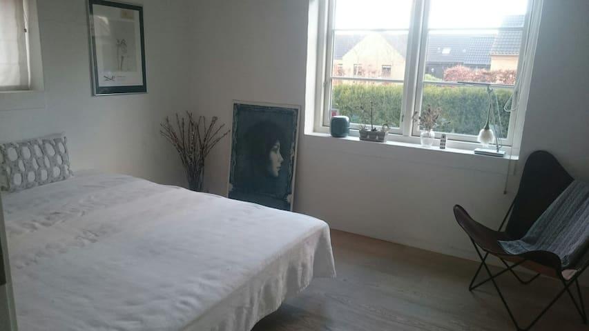 To værelser med eget bad - Egå - House