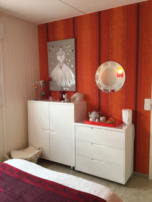 chambre chez particulier maisons louer saintes nouvelle aquitaine france. Black Bedroom Furniture Sets. Home Design Ideas