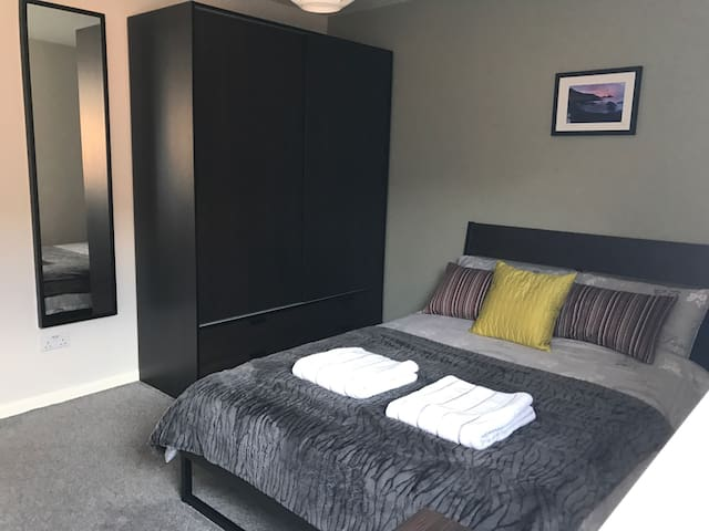 Modern Double room, close to Belfast City Centre - Belfast - Apartamento
