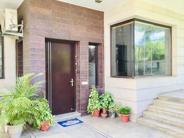 Indep Entire 3 BHK | Golf Course | CyberCity