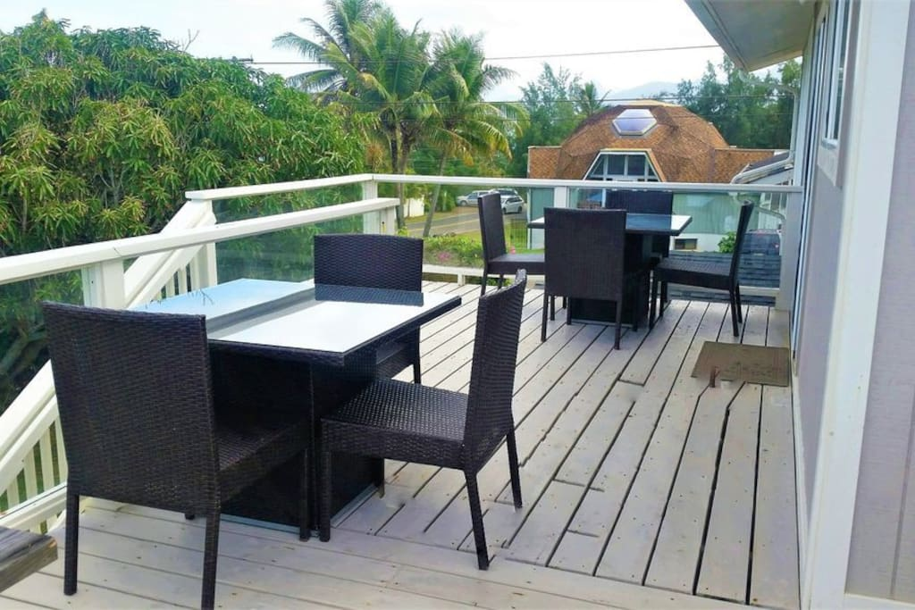 Eat breakfast lunch and dinner outside while enjoying the north shore breezes
