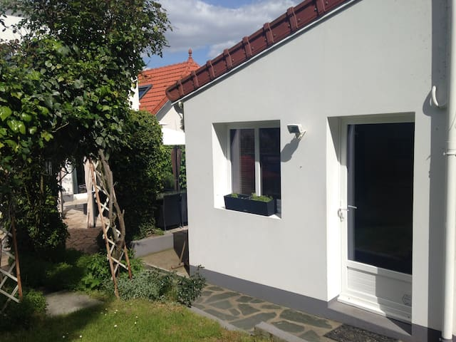 Studio indépendant dans le jardin - Clamart - Bungalow