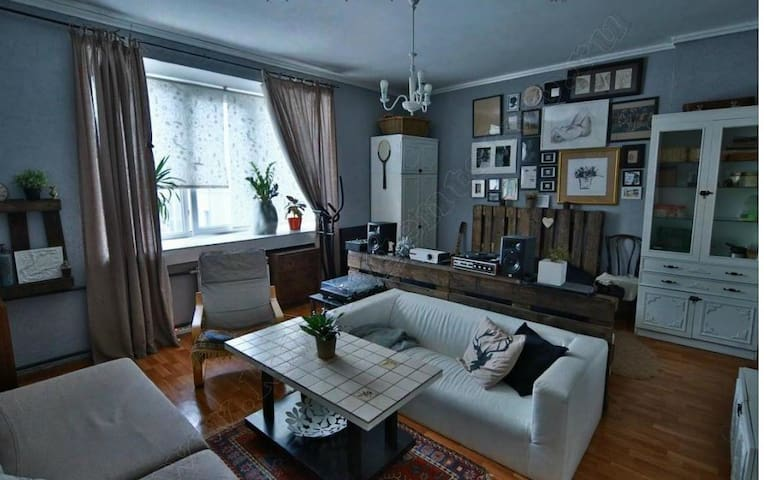 Large and cosy room 27m in center