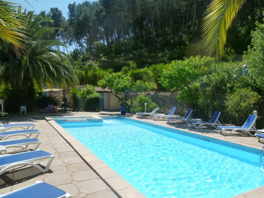Mer villa 18p 20p piscine parc 7500m2 prives villas for Piscine carqueiranne