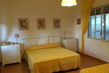 Casa in villa con giardino - San Menaio