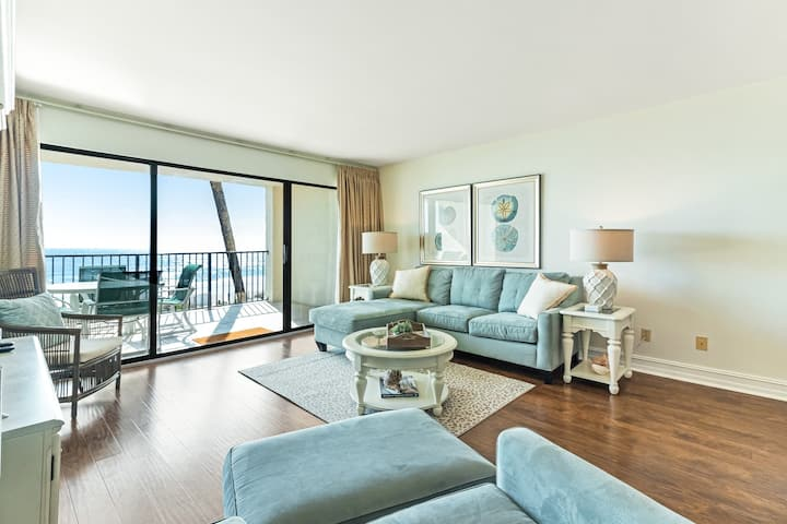 Newly renovated waterfront condo w/ gulf views, private balcony & outdoor pool!