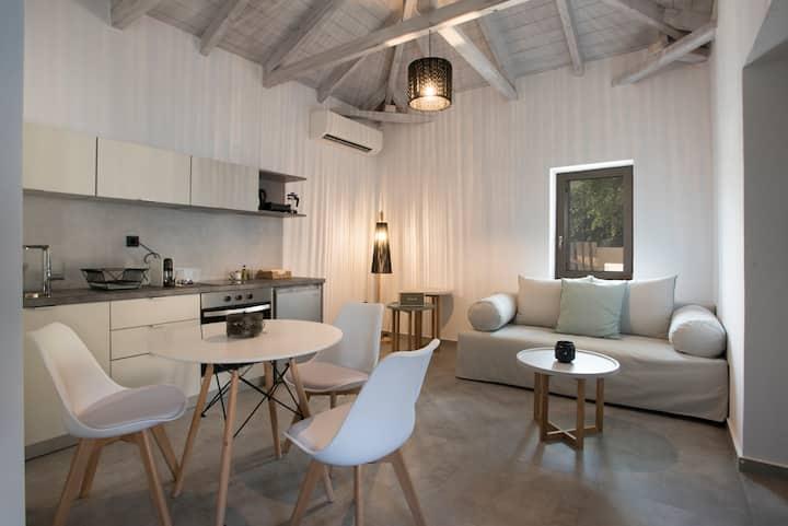 Minimal private suite for 4 per, near sea