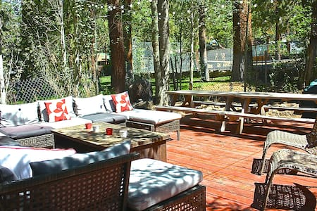 Sleek Cottage, Outdoor Living Space - Fawnskin - Chalet
