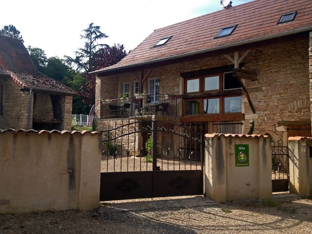 Charmant gîte 4P& piscine Bourgogne - Champagny-sous-Uxelles - อพาร์ทเมนท์