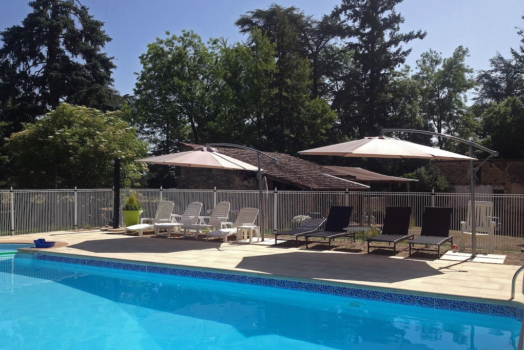 Charmant g te 4p piscine bourgogne appartements louer for Gite piscine bourgogne