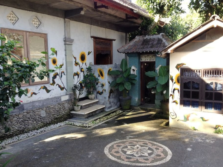 QUAINT BALINESE STYLE OF SUNFLOWERS