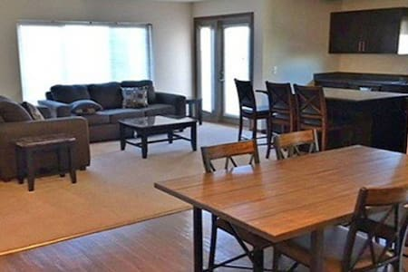 First floor serviced apartment in Watford City!